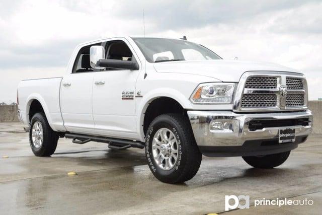 Photo Used 2017 Ram 2500 Laramie, 6.7L Turbo Diesel Engine, Aluminum Wheels Truck Crew Cab For Sale San Antonio, TX