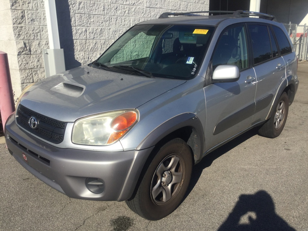 Photo Pre-Owned 2004 Toyota RAV4 FWD 4D Sport Utility