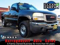 2005 GMC Sierra 2500HD 4X4 V-8 Auto 8FT Bed Fisher Plow 1-Owner