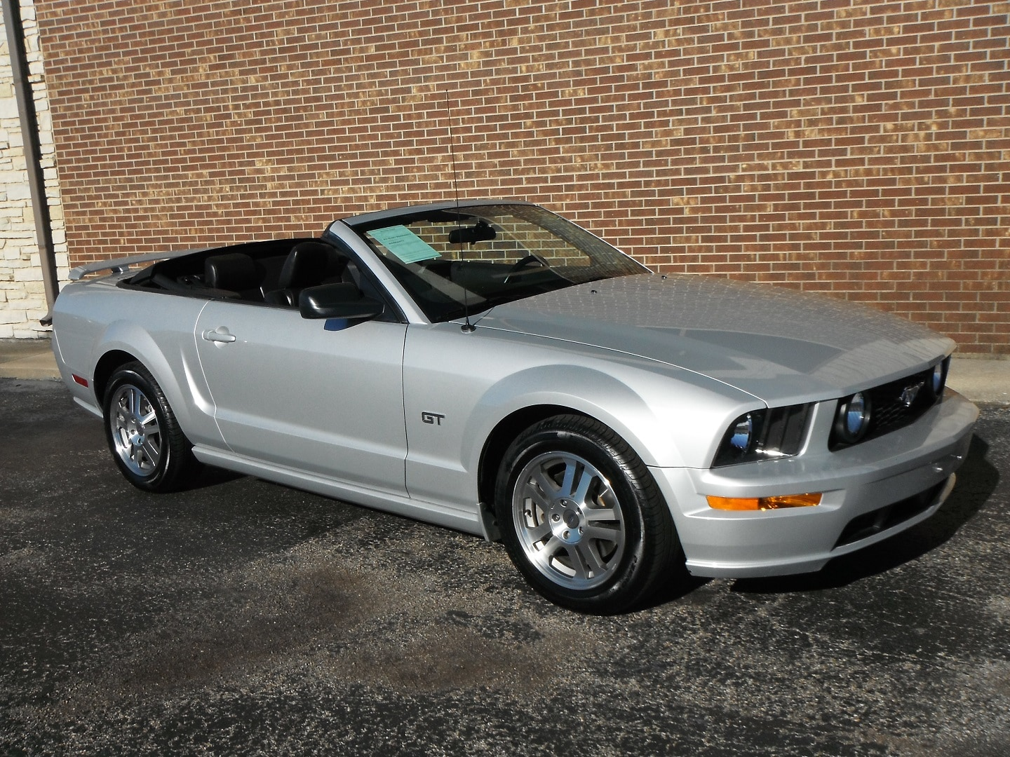 Photo 2005 Ford Mustang GT Convertible For Sale in Woodstock, IL