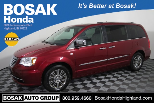 Photo Pre-Owned 2014 Chrysler Town  Country 30th Anniversary Edition FWD 4D Passenger Van