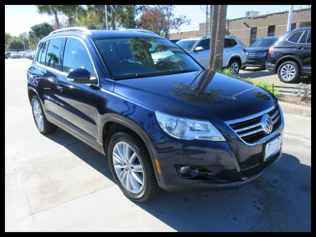 Photo Used 2011 Volkswagen Tiguan 4WD SE 4motion Wsunroof  Navi in Houston, TX