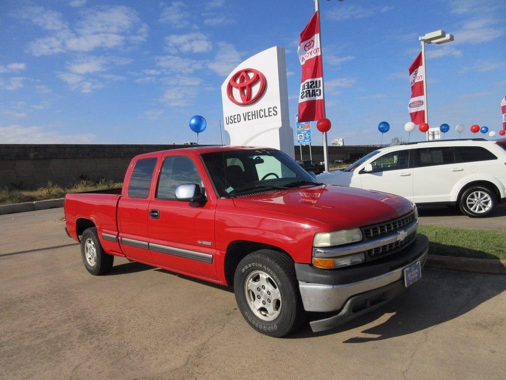 Photo Used 2002 Chevrolet Silverado 1500 LS Truck RWD For Sale in Houston