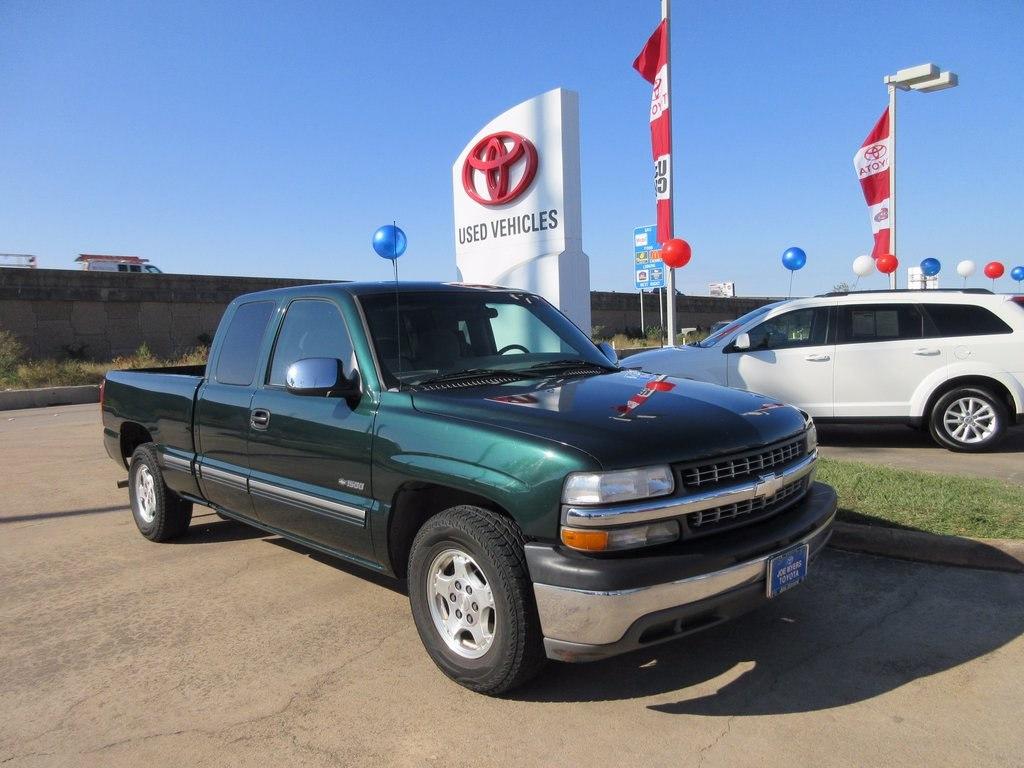 Photo Used 2001 Chevrolet Silverado 1500 LS Truck RWD For Sale in Houston