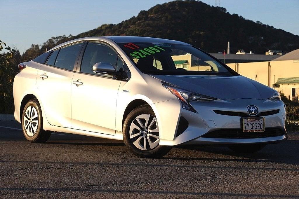 Photo Certified 2017 Toyota Prius THREE, CERTIFIED, NAVI, LANE DEPARTURE, 1 OWNER