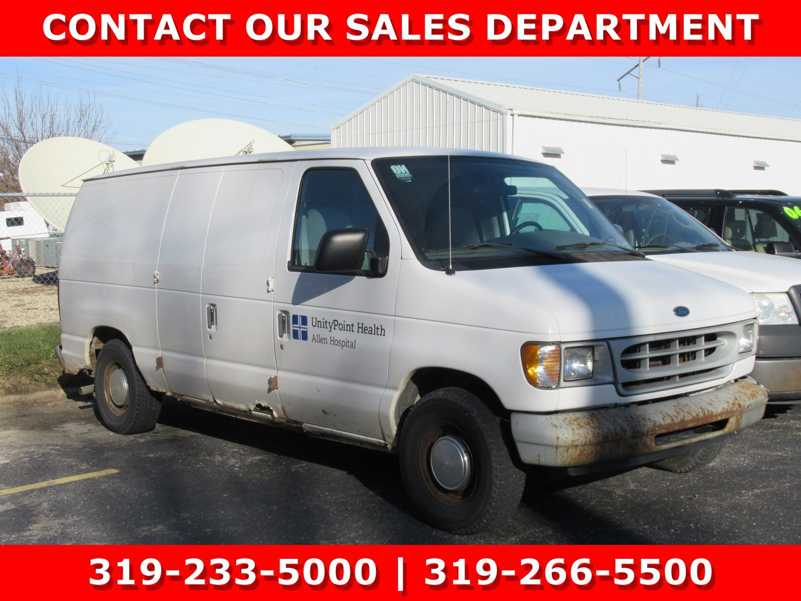 Photo Used 1999 Ford Econoline Cargo Van E-150 for Sale in Waterloo IA