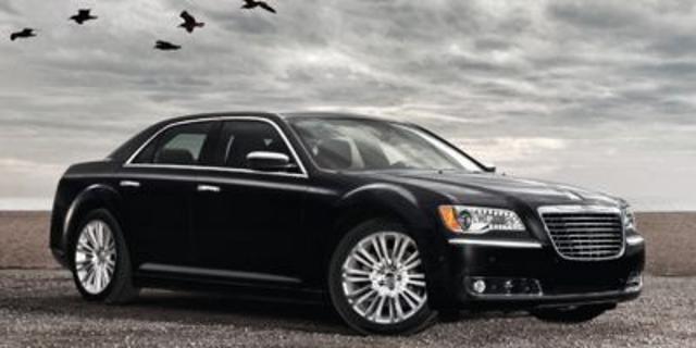 Photo Pre-Owned 2014 Chrysler 300 4dr Sdn 300C John Varvatos Luxury E AWD