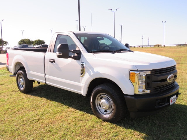 Photo New 2017 Ford F-250 XL 4x2 SD Regular Cab 8 ft. box 142 in. WB SRW XL 4x2 SD Regular Cab 8 ft. box 142 in. WB SRW