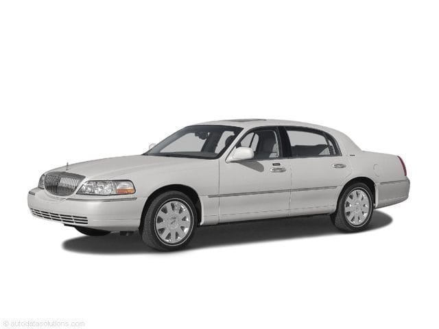 Photo Used 2004 Lincoln Town Car Ultimate in Cincinnati, OH