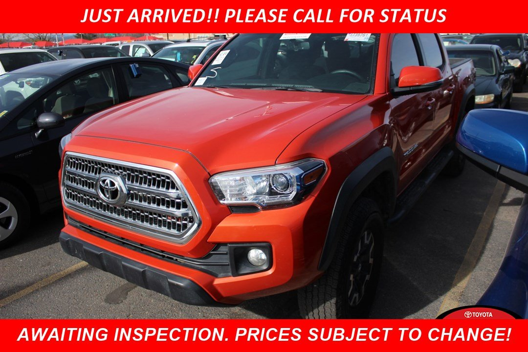 Photo Certified Pre-Owned 2017 Toyota Tacoma TRD Off Road With Navigation  4WD
