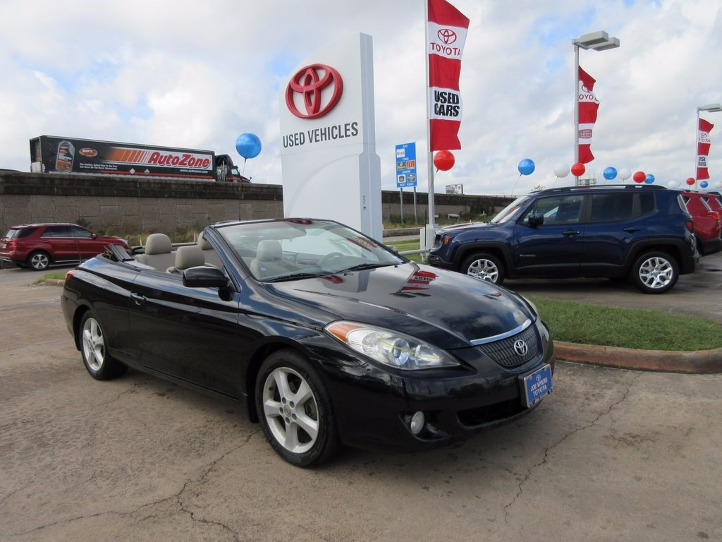 Photo Used 2006 Toyota Camry Solara SLE Convertible FWD For Sale in Houston