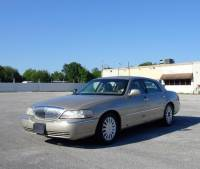 2005 Lincoln Town Car Signature Limited 4dr Sedan