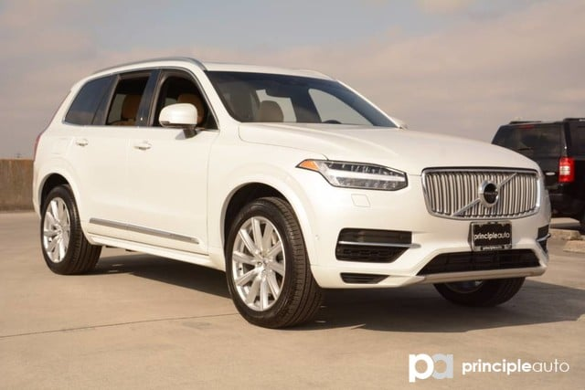Photo Certified Pre-Owned 2017 Volvo XC90 Hybrid Inscription, Bowers and Wilkins Stereo, Convenienc SUV For Sale San Antonio, Texas