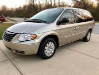 2005 Chrysler Town and Country LX 4dr Extended Mini-Van w/ Front, Rear and Third Row Head Airbags