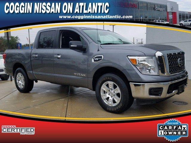 Photo Pre-Owned 2017 Nissan Titan SV Truck Crew Cab in Jacksonville FL