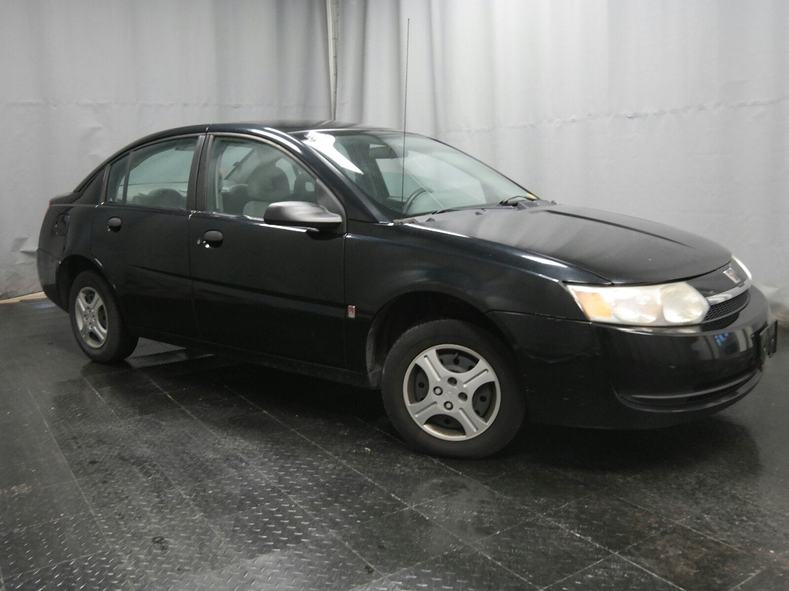 Photo 2004 Saturn ION 1 Sedan Front-wheel Drive