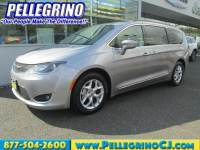 2017 Chrysler Pacifica Touring-L FWD Mini-van, Passenger in Woodbury NJ