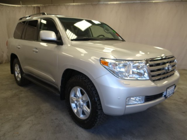 Photo Used 2011 Toyota Land Cruiser V8 For Sale in Sunnyvale, CA