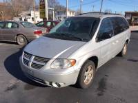 2006 Dodge Grand Caravan SXT 4dr Extended Mini-Van w/ Front, Rear and Third Row Head Airbags