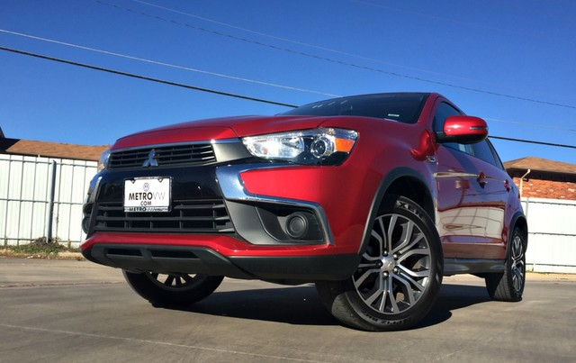 Photo 2016 Mitsubishi Outlander Sport 2.0 ES SUV Front-wheel Drive in Irving, TX