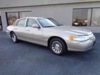 2002 Lincoln Town Car Signature 4dr Sedan