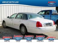 2005 Lincoln Town Car Signature Limited Sedan V8