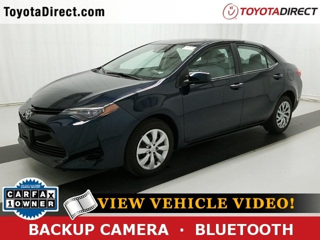 Photo 2017 Toyota Corolla LE Sedan Front-wheel Drive