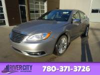 Pre-Owned 2014 Chrysler 200 LIMITED Leather, Heated Seats, Bluetooth, A/C,