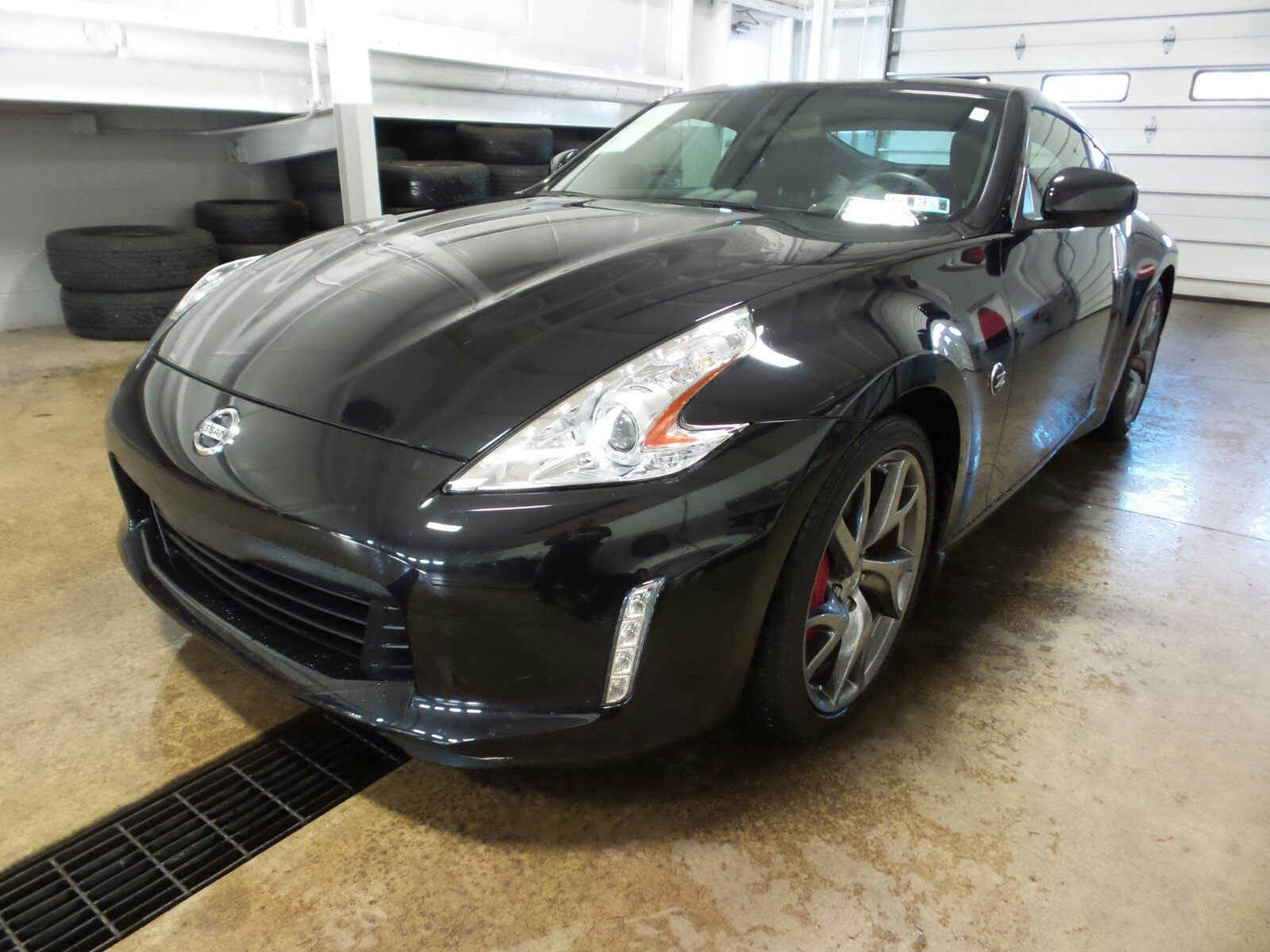 Photo Pre-Owned 2014 Nissan 370Z Touring RWD 2dr Car