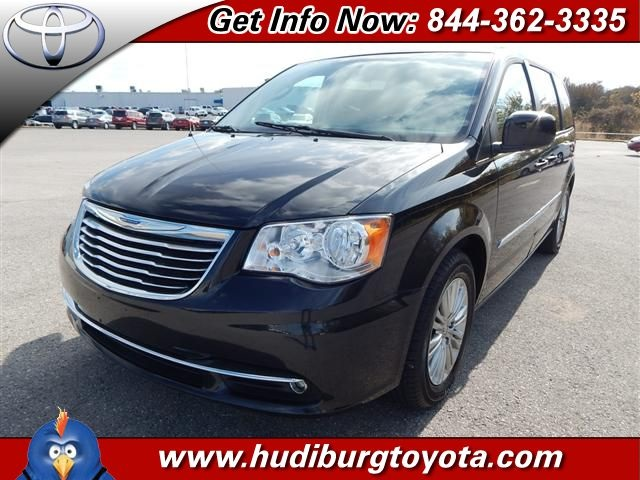 Pre-Owned 2016 Chrysler Town & Country FWD 4D Passenger Van
