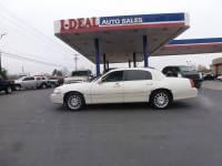2006 Lincoln Town Car Signature 4dr Sedan