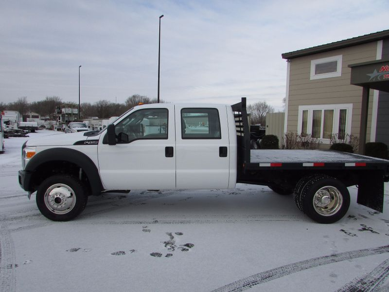 Photo Used 2011 Ford F-450 4x4 Flat Bed Truck