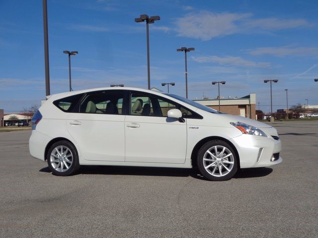 2013 Toyota Prius v Five Wagon Front-wheel Drive