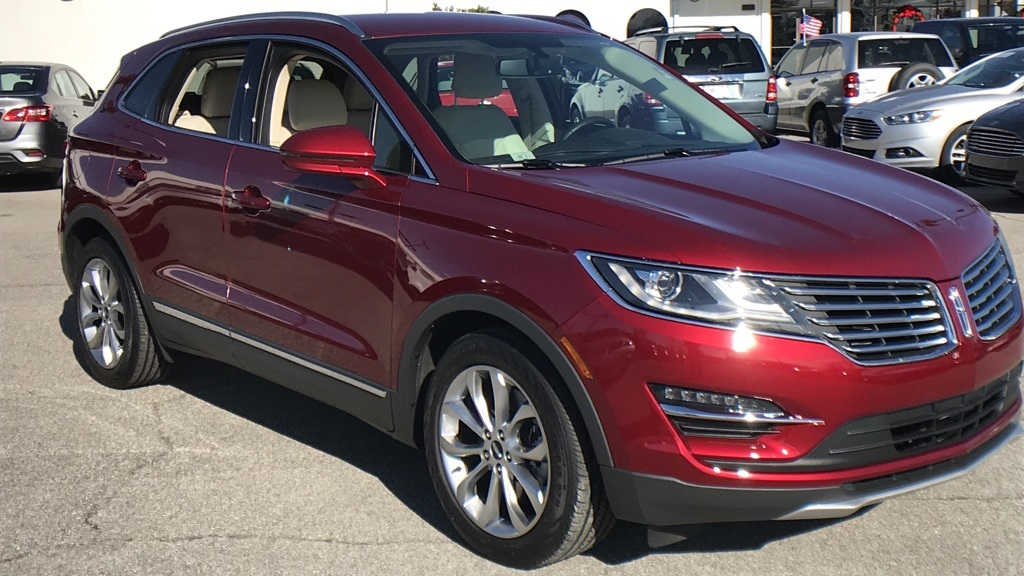 Photo Pre-Owned 2015 Lincoln MKC Select with Navigation
