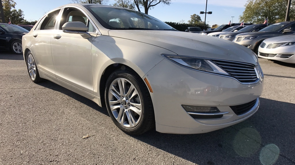 Photo Pre-Owned 2015 Lincoln MKZ Select FWD 4D Sedan