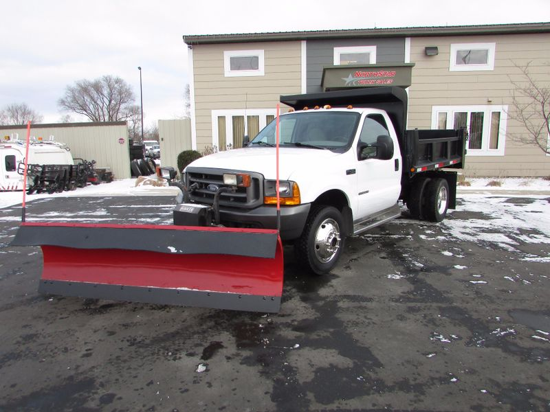 Photo Used 2000 Ford F-450 Dump Truck
