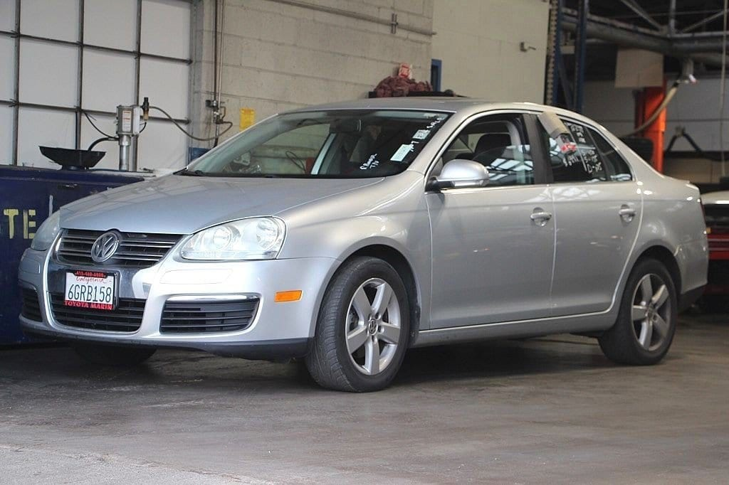 Photo Used 2009 Volkswagen Jetta Sedan SE, COLD WEATHER PKG, MOON ROOF, HEATED SEATS