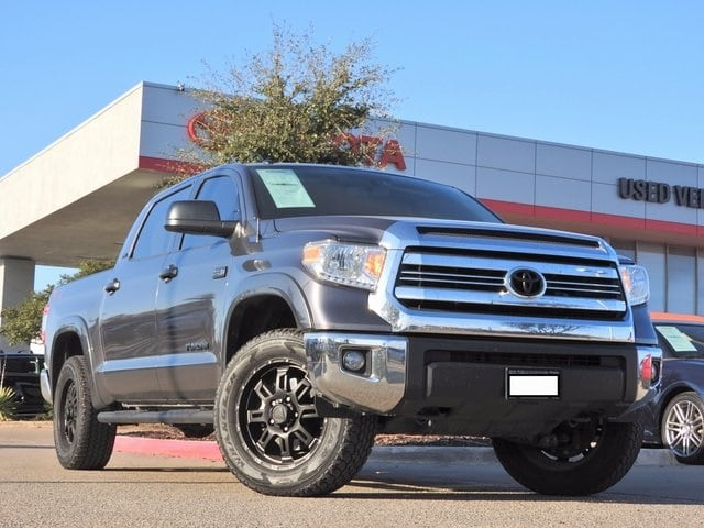 Photo 2017 Toyota Tundra SR5 TSS Offroad, Navigation  Remote Start Truck CrewMax 4x4 4-door
