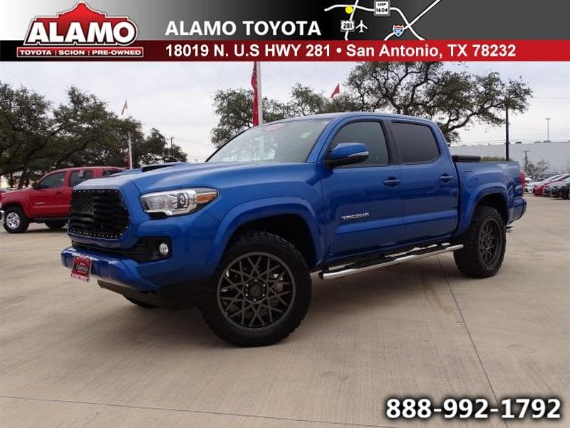 Photo Used 2017 Toyota Tacoma For Sale  San Antonio TX  VIN 5TFAZ5CNXHX024887