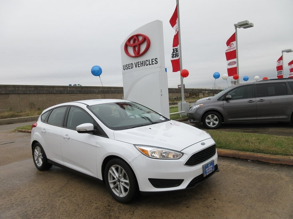 Photo Used 2016 Ford Focus SE Hatchback FWD For Sale in Houston