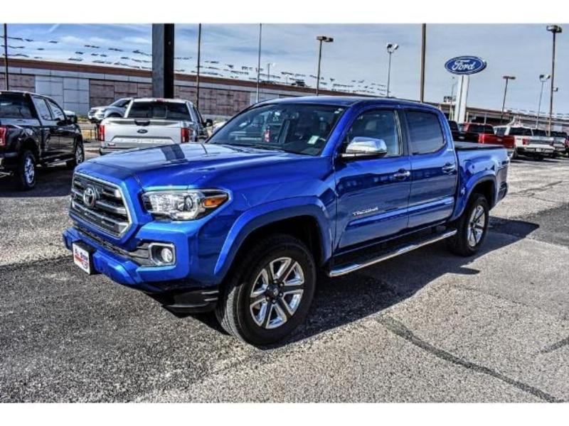 Photo 2016 Toyota Tacoma Limited Crew Cab Short Bed Truck