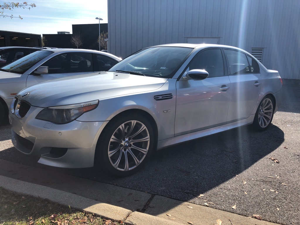Photo Pre-Owned 2006 BMW M5