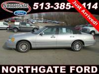 Used 2000 Lincoln Town Car Signature in Cincinnati, OH