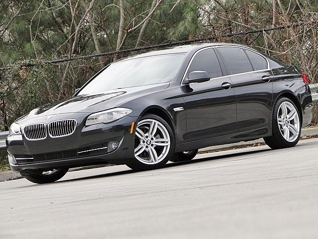 Photo 2011 BMW 5 Series 528i . PREMIUM II . 19 M SPORT WHEELS . Sedan