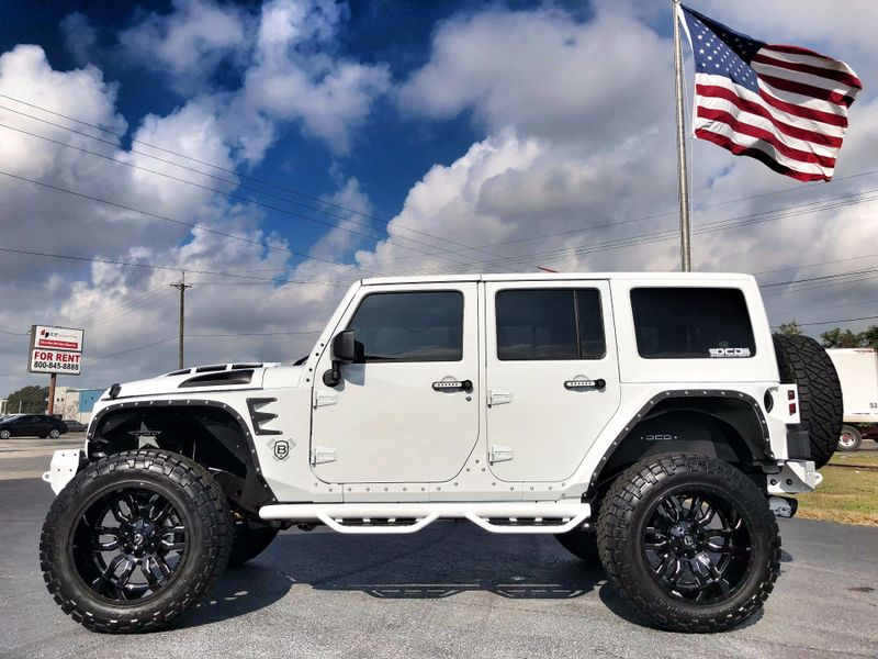Photo Used 2017 Jeep Wrangler Unlimited RUBICON LIFTED LEATHER HARDTOP ARMOR
