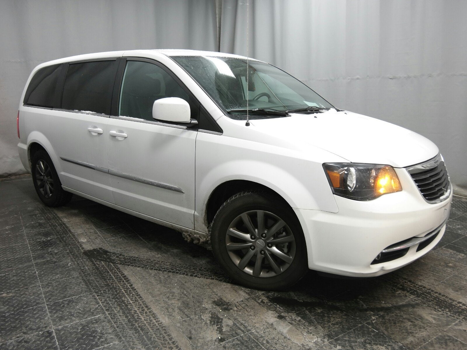 Photo 2015 Chrysler Town  Country S Van Front-wheel Drive