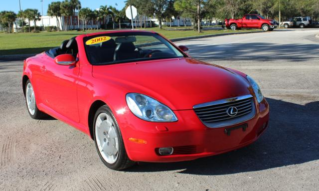 Photo Pre-Owned 2002 Lexus SC 430 2dr Convertible RWD Convertible