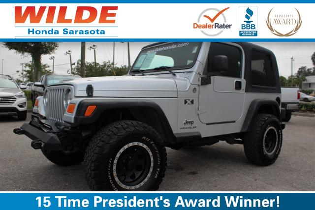 Photo Pre-Owned 2005 Jeep Wrangler 2dr X 4WD