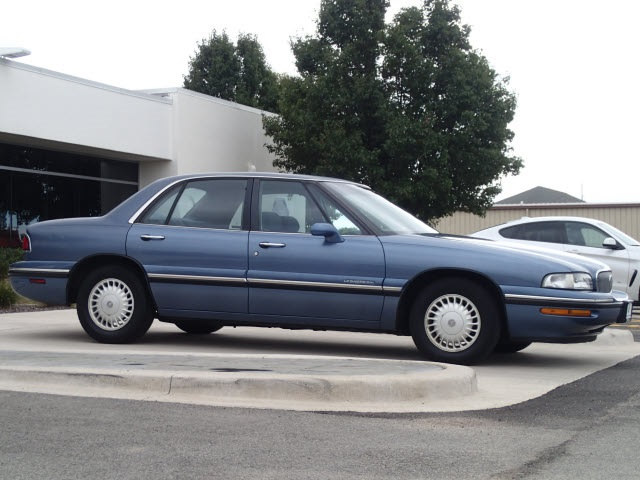 Photo Pre-Owned 1998 Buick Lesabre Custom in Peoria, IL