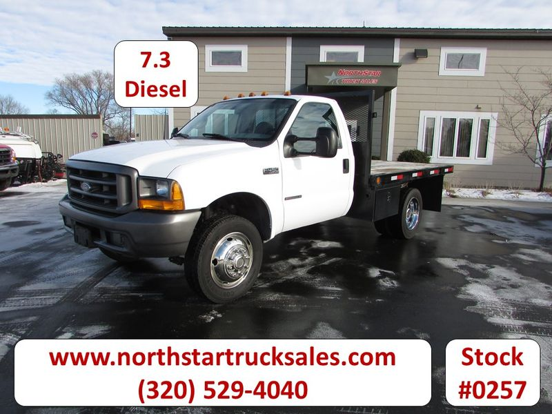 Photo Used 1999 Ford F-450 Flat Bed Truck